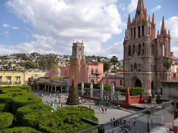 The Jardin and the Parroquia Cathedral at Christmas