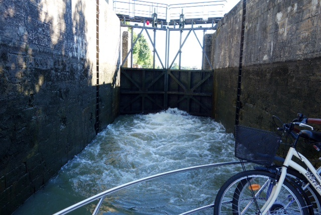 A lock quickly filling with water to raise Malaga to the new canal level