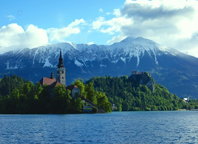 The church in the middle of Lake Bled with the Alps behind